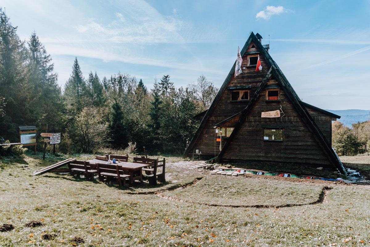 Chata Socjologa w Bieszczadach i szczyt Trohaniec