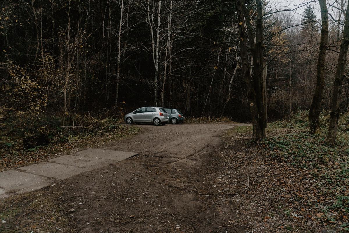 Parking przed szlabanem
