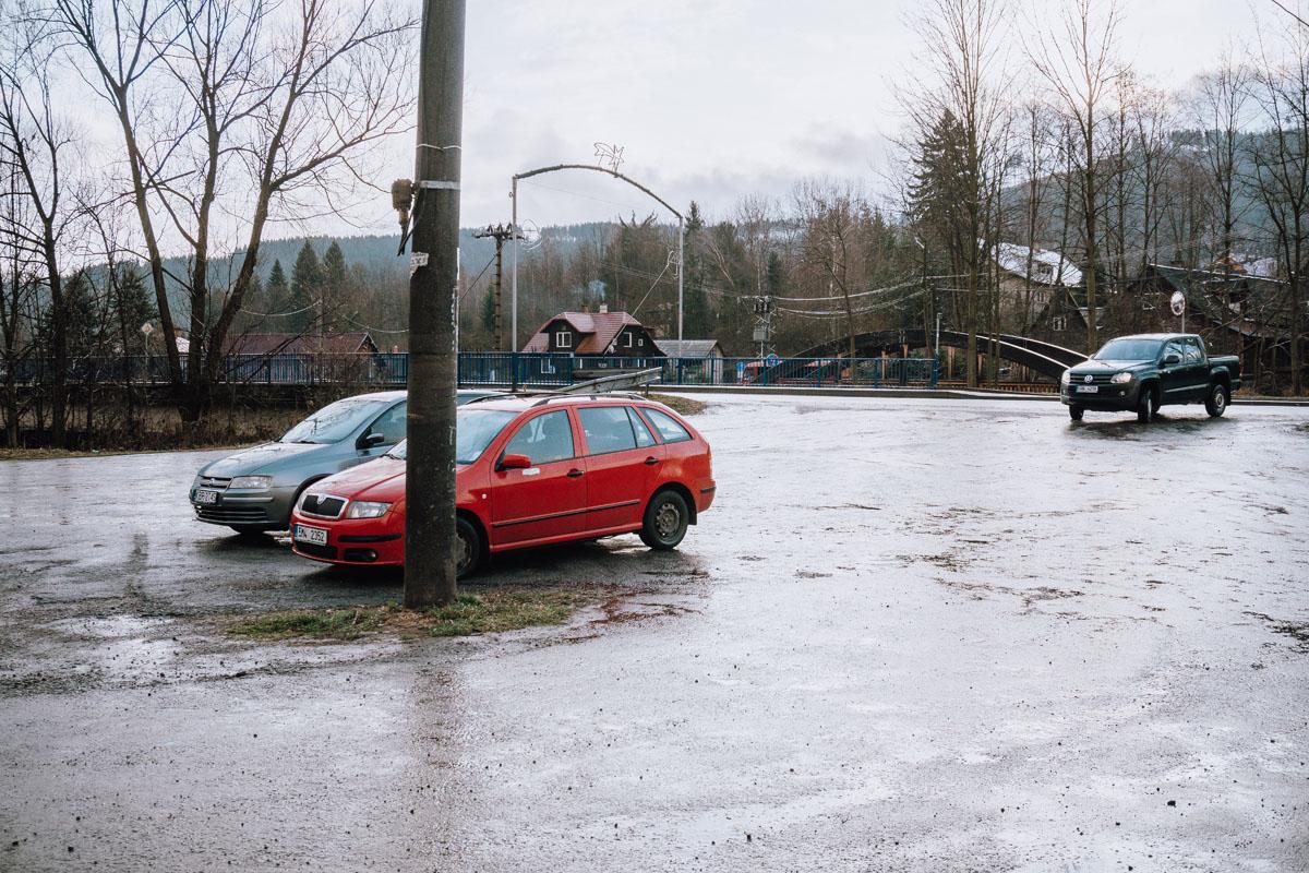 Dolní Lomná parking
