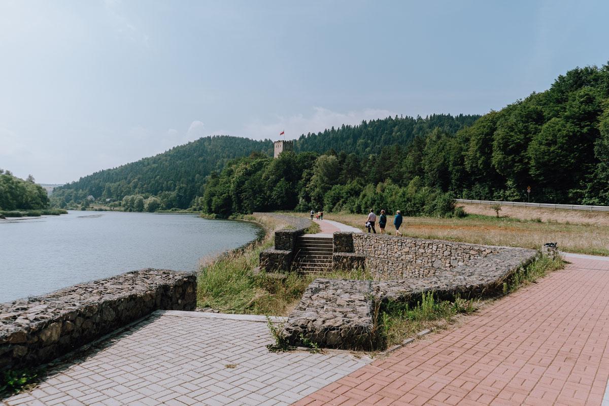 Parking przy zamku Tropsztyn