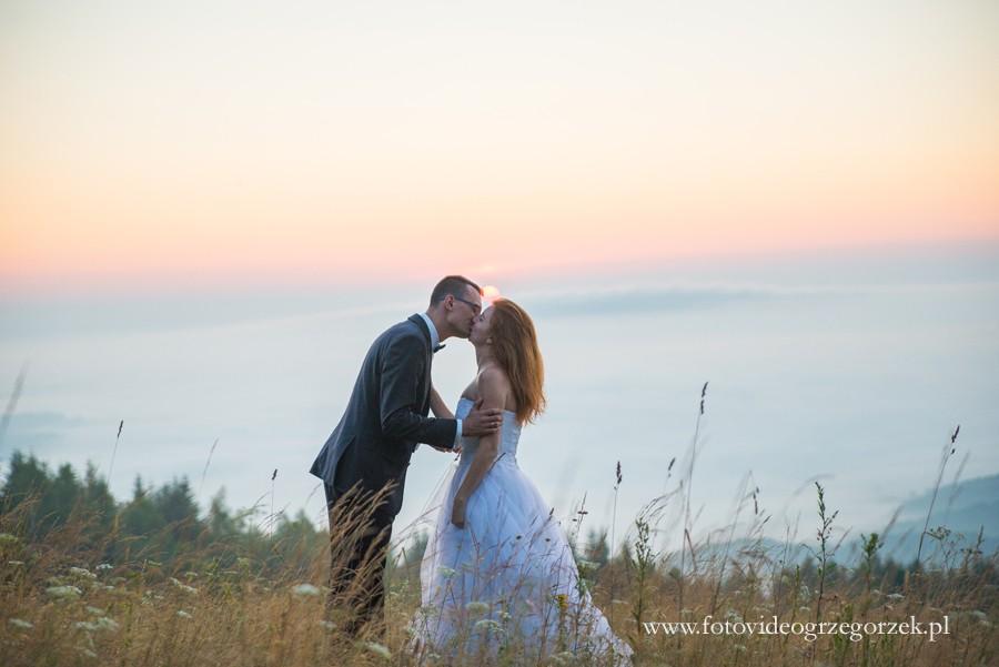 Nowy Sącz i okolice: górska sesja ślubna o wschodzie słońca z Kasią i Adamem