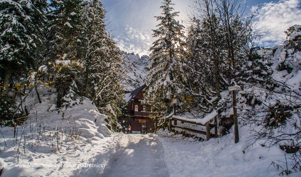 Tatry: Październikowe Morskie Oko całe w śniegu