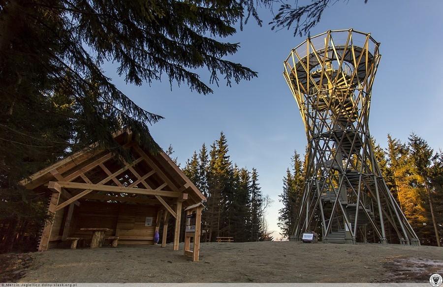 Góry Wałbrzyskie: Wieża widokowa na Borowej już otwarta
