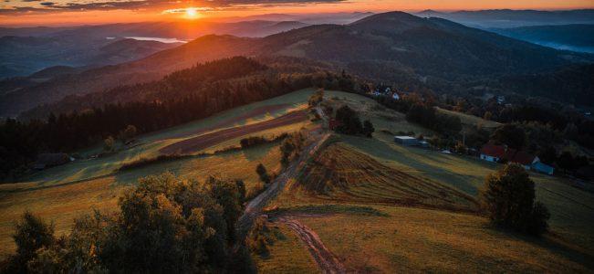 Pierwsze oznaki jesieni w Beskidzie Wyspowym | Wschód słońca pod Jaworzem