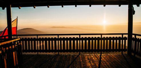 Wieża widokowa na Szpilówce w Iwkowej | wschód słońca
