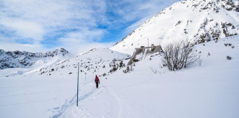 Turyści ewakuowani śmigłowcem z Doliny Pięciu Stawów