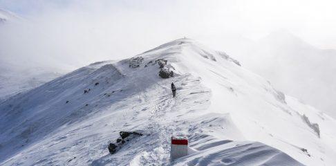 W Tatrach 4 stopień zagrożenia lawinowego. Zamknięto szlak do Morskiego Oka