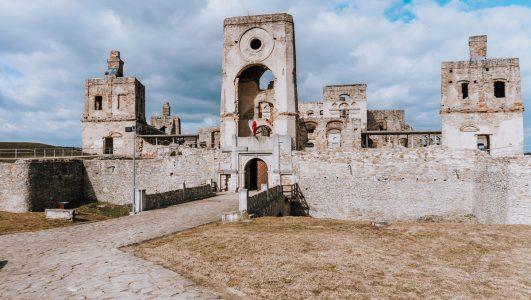 Zamek Krzyżtopór w Ujeździe – informacje praktyczne