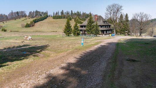 Waligóra – najwyższy szczyt Gór Kamiennych i Schronisko Andrzejówka