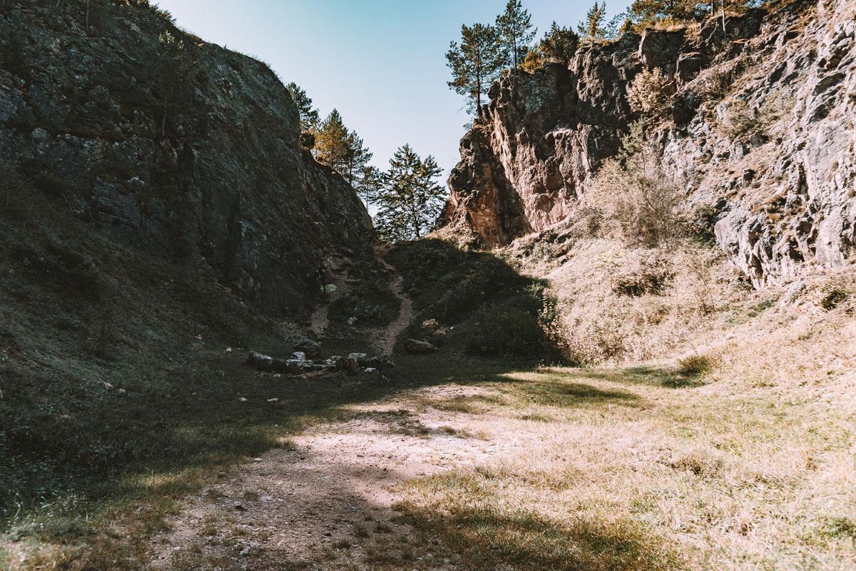 Kamieniołom Stokówka niedaleko Jaskini Piekło