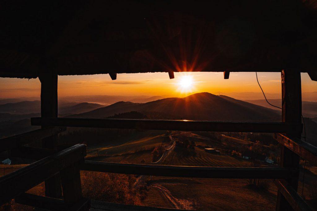 Wschód słońca i wieża widokowa pod Jaworzem