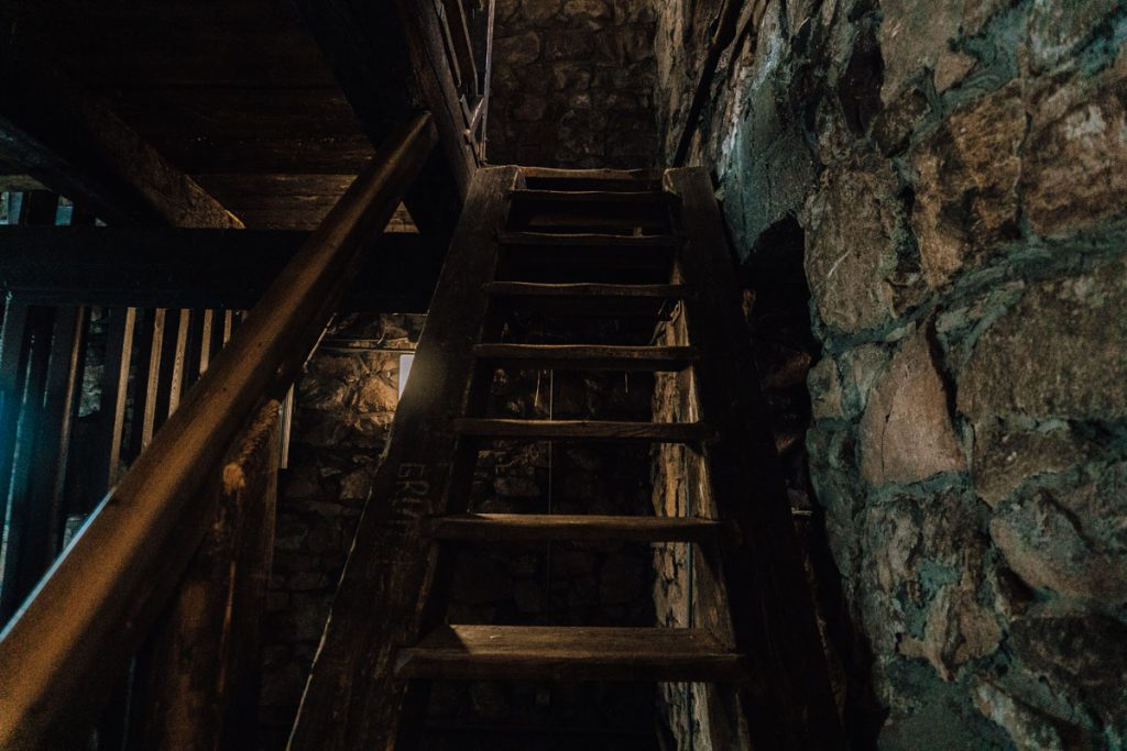 wieza piastowska schody