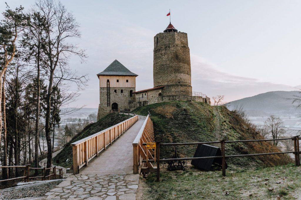 zamek w czchowie wschod slonca
