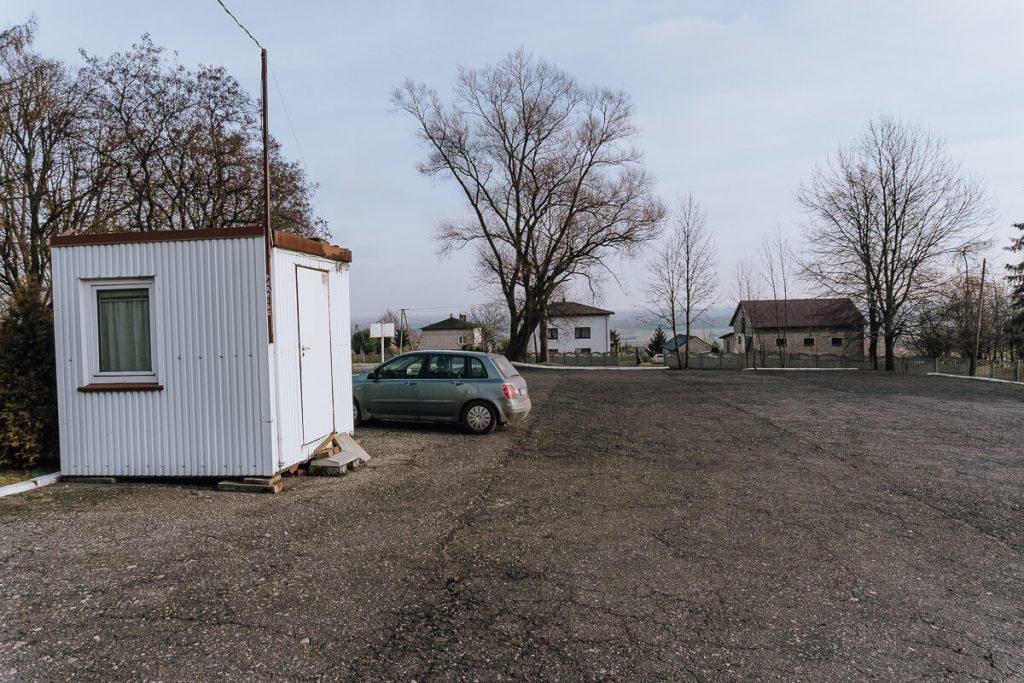 dwor obronny bakowa gora parking