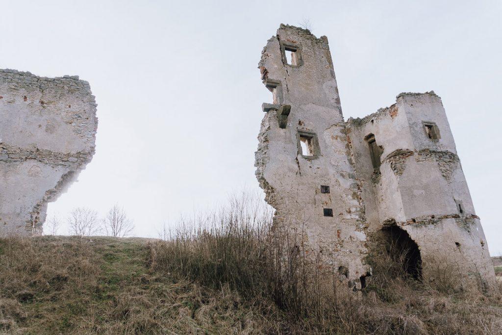 ruiny dworu obronnego majkowice