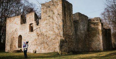Dwór obronny w Bąkowej Górze – dojazd i zwiedzanie