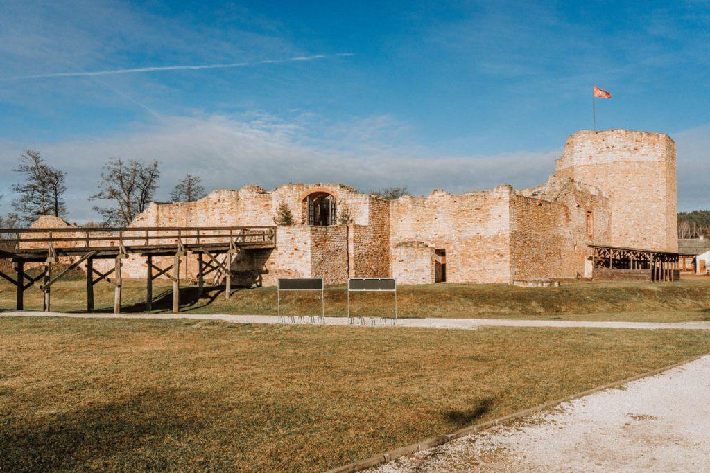 zamek inowlodz rekonstrukcja