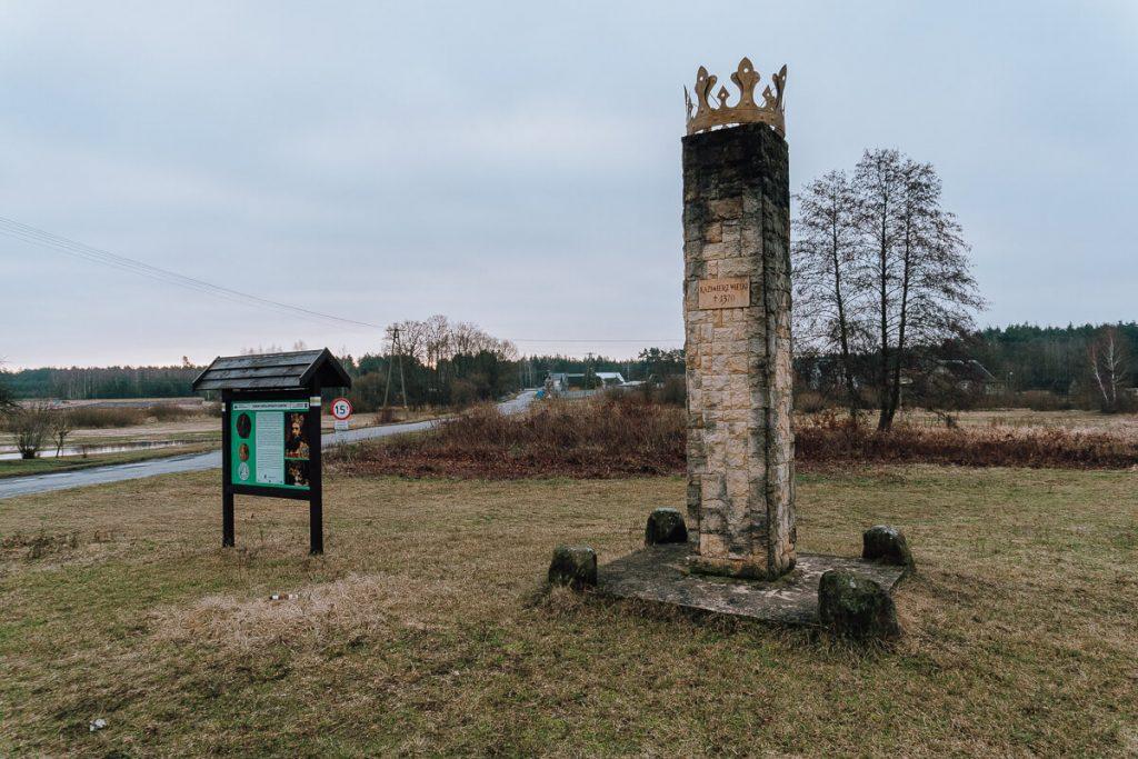 zeleznica obelisk upamietniajacy wypadek kazimierza wielkiego