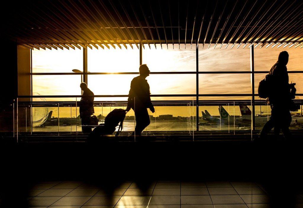 lotnisko opozniony lot