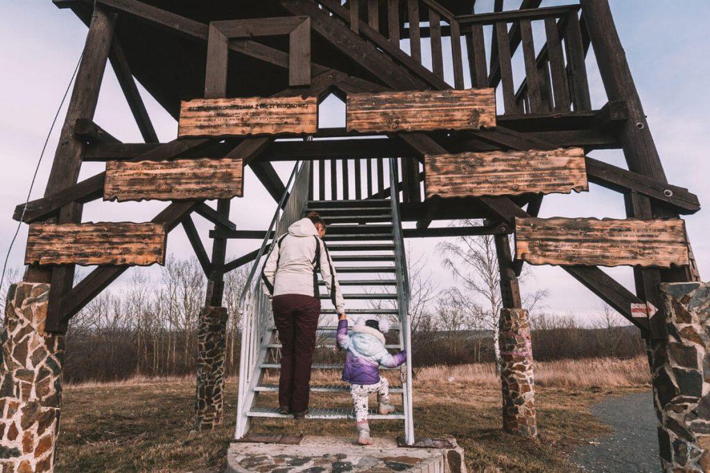 wieza widokowa na koziej gorze z dzieckiem