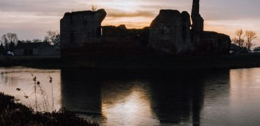Tajemnicze ruiny zamku w Besiekierach