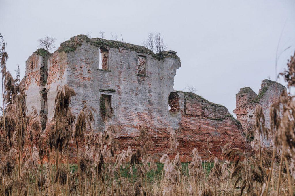 zamek ruiny besiekiery