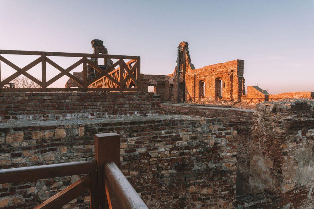 zwiedzanie zamku biskupow wroclawskich w ujezdzie