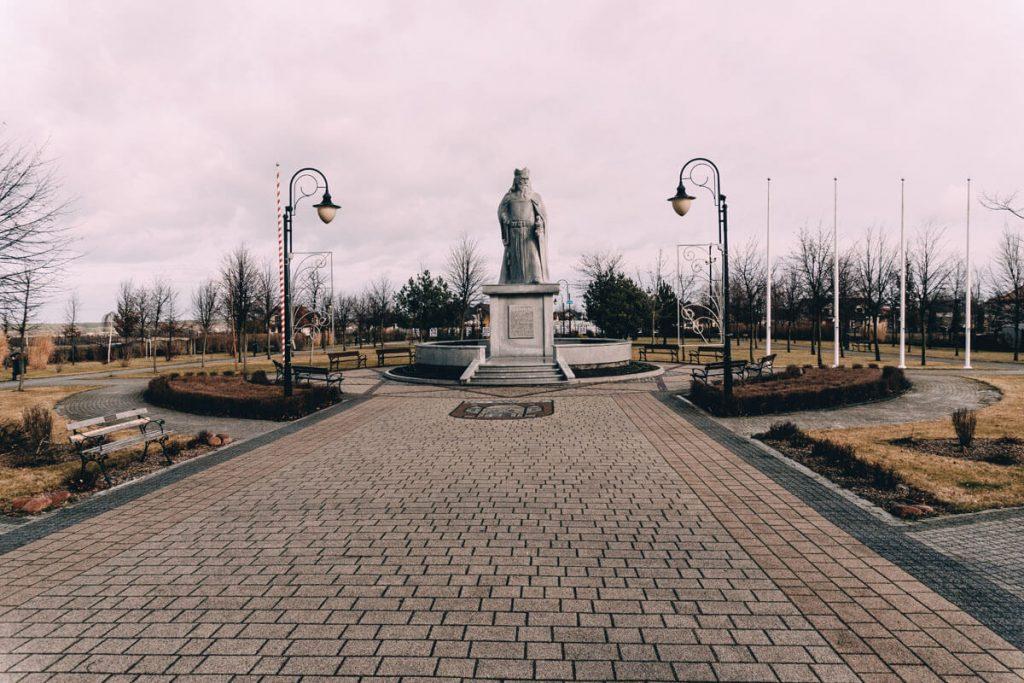 kowal pomnik kazimierza wielkiego