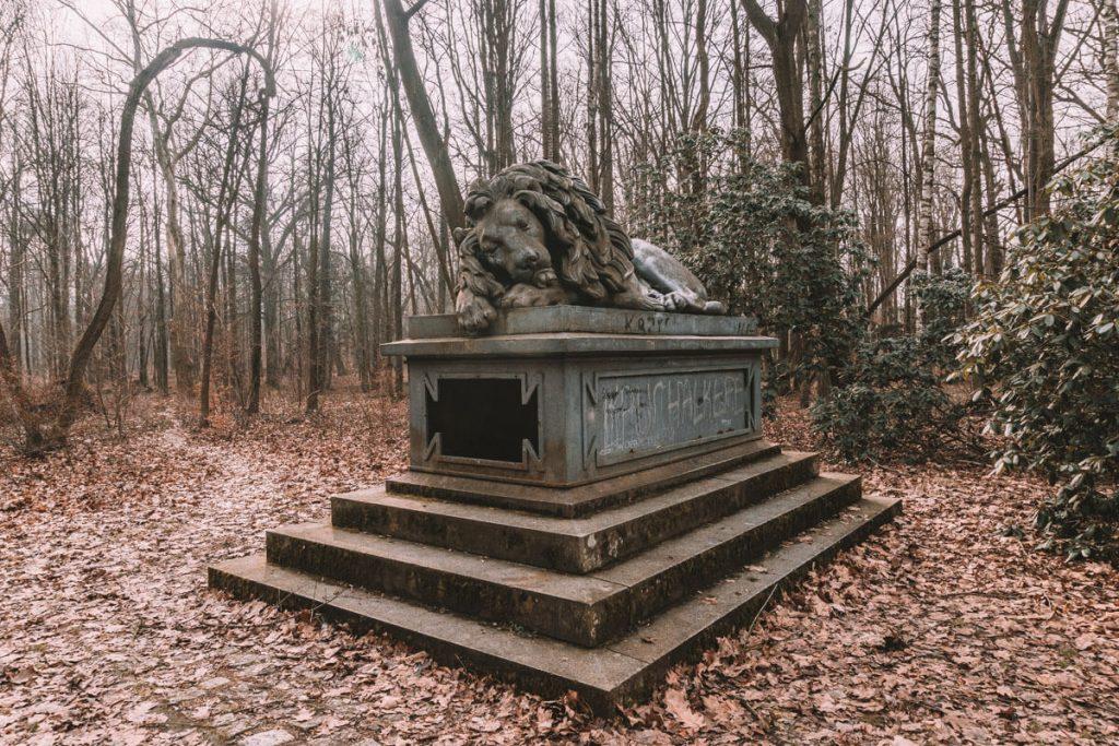 pomnik spiacego lwa