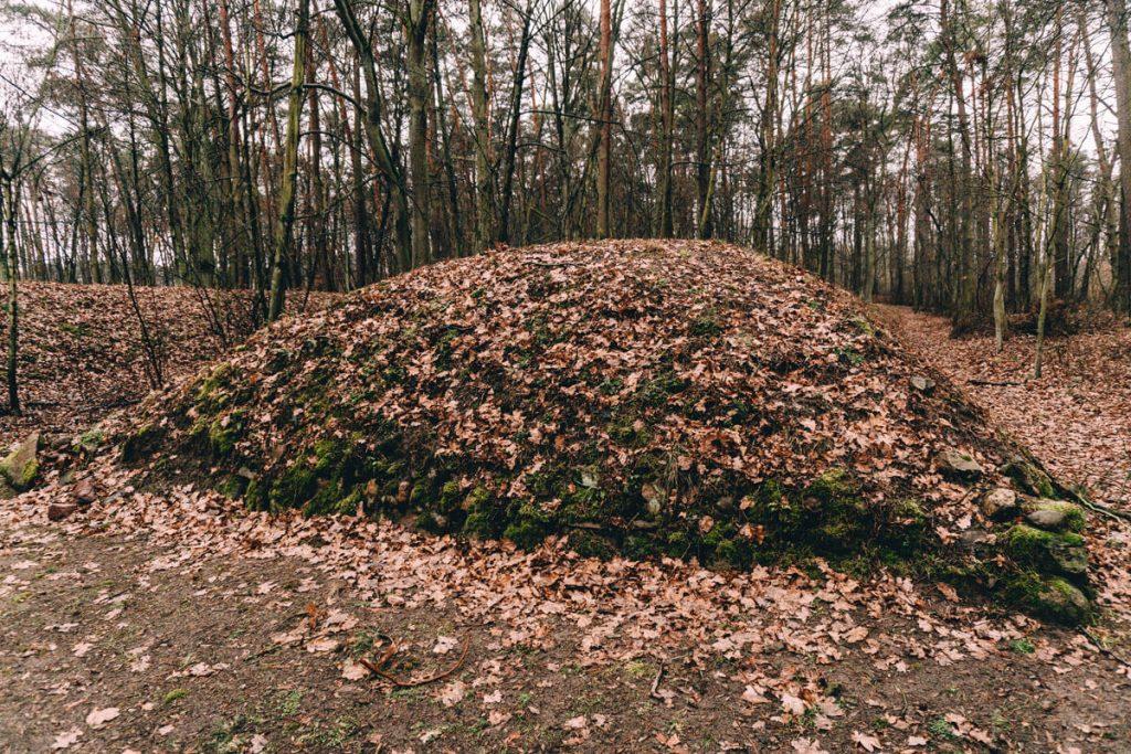 sarnowo grobowce