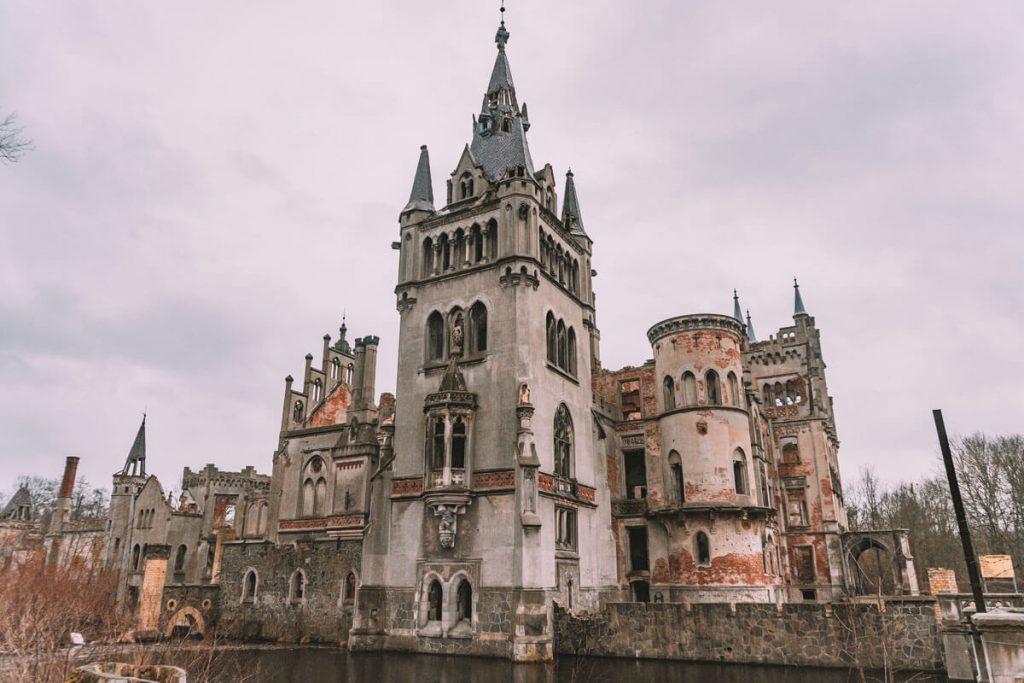 zamek w kopicach