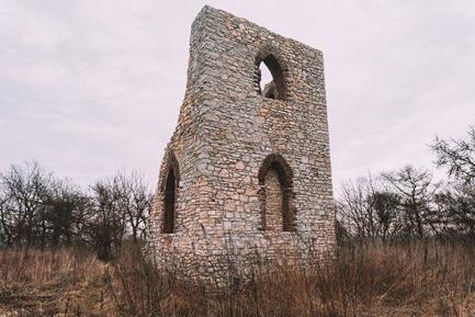 Diabelskie Ruiny w Rożniątowie