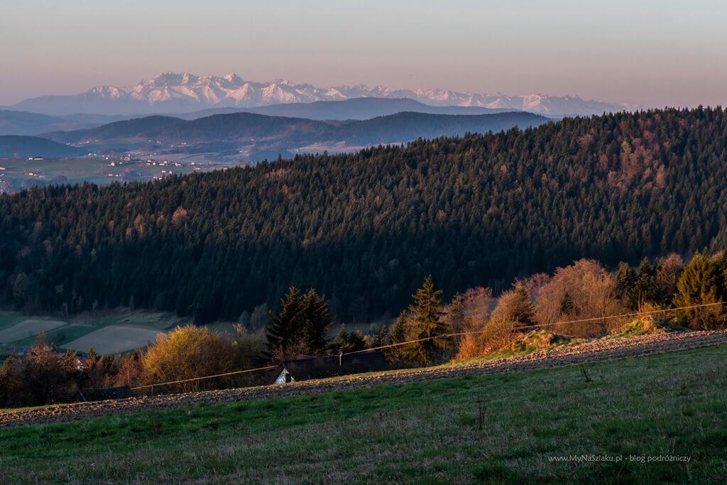 Widok na Tatry nad miejscem postojowym