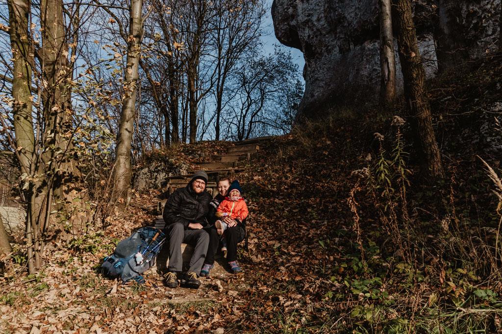 Odpoczynek pod Skałą Biśnik podczas naszego przejścia Szlakiem Orlich Gniazd