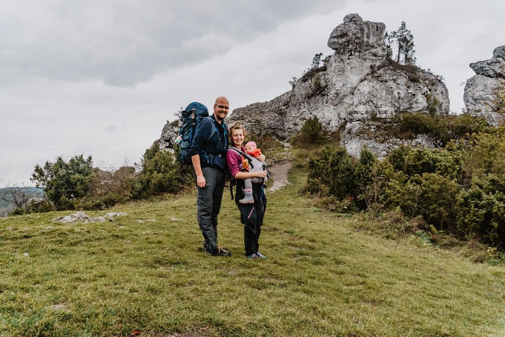 Na Górze Zborów podczas wędrówki Szlakiem Orlich Gniazd z dzieckiem