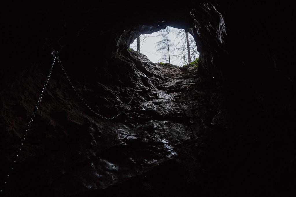 Jaskinia Smocza Jama w Dolinie Kościeliskiej