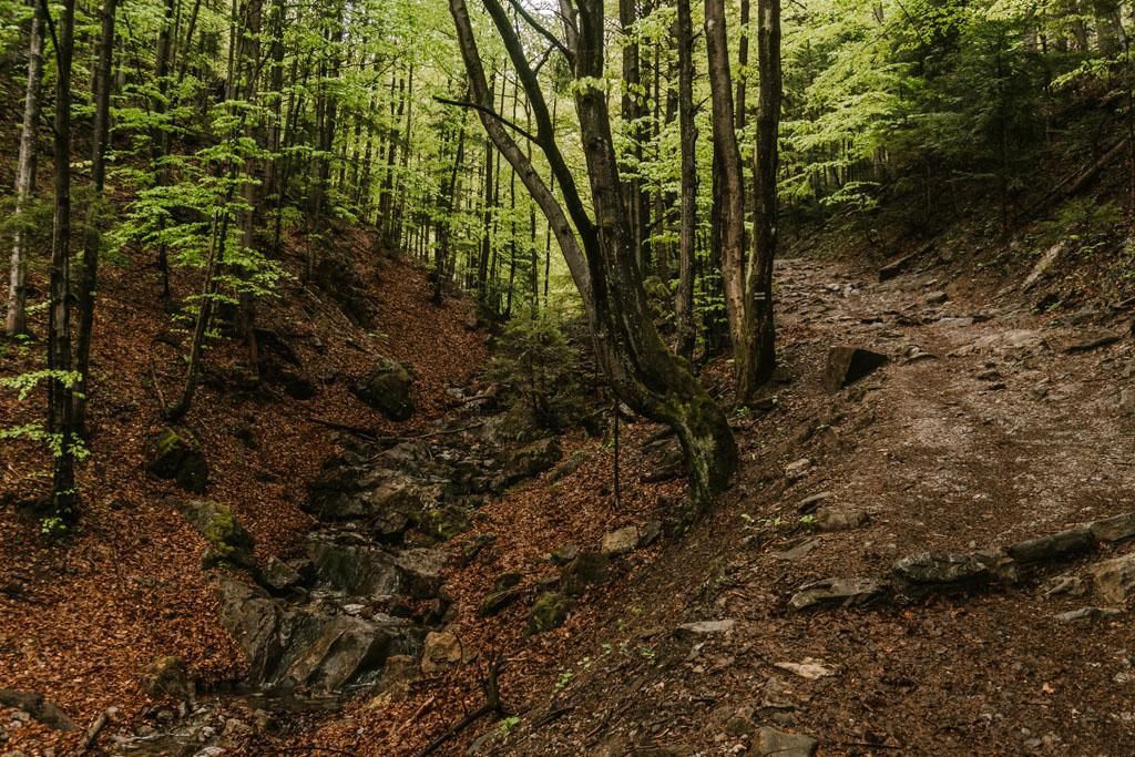 Jaskinia Dziura i Dolina ku Dziurze z dzieckiem