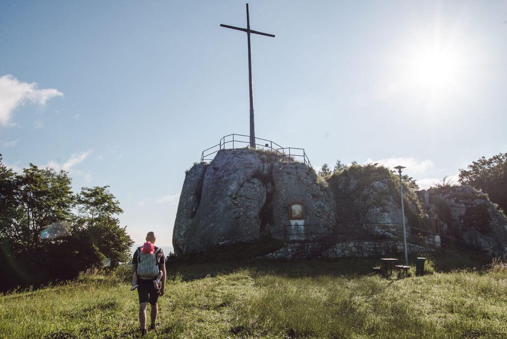 Skała z krzyżem w Nielepicach