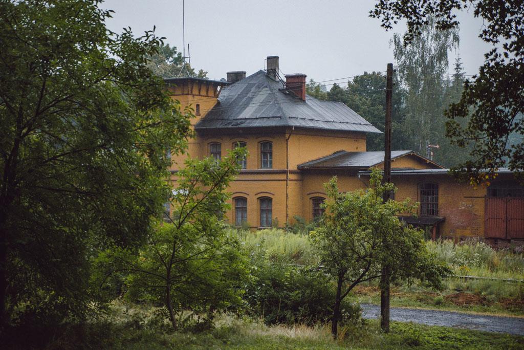 Dworzec kolejowy - Jerzmanice-Zdrój