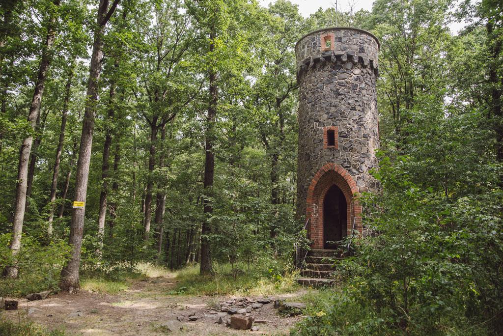 Kamienna wieża na Bazaltowej Górze