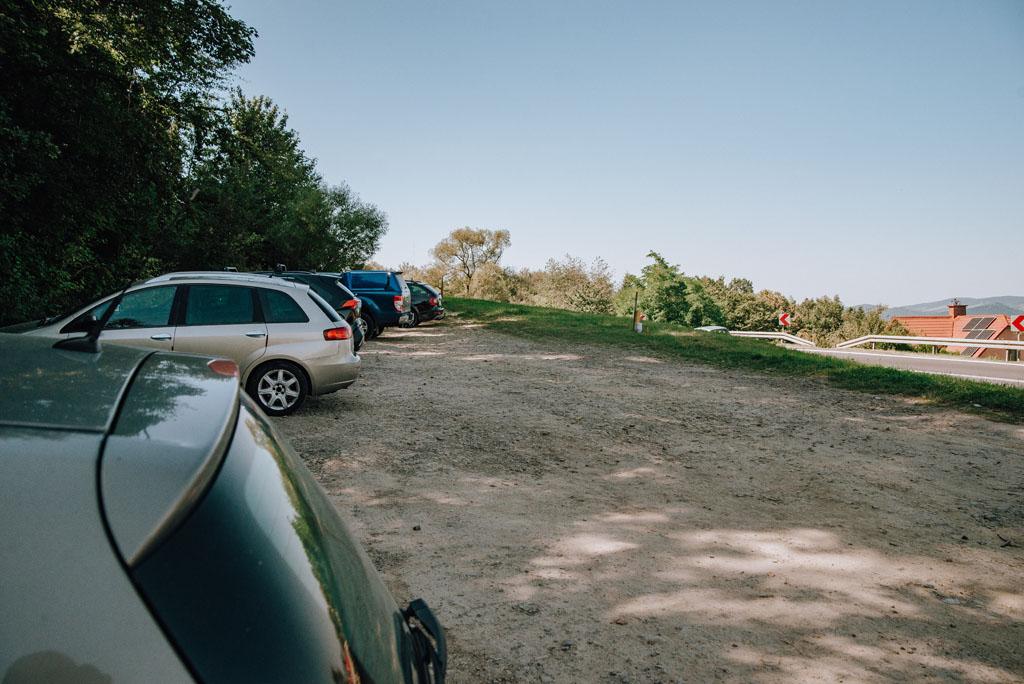 Parking przy Kamieniu Leskim