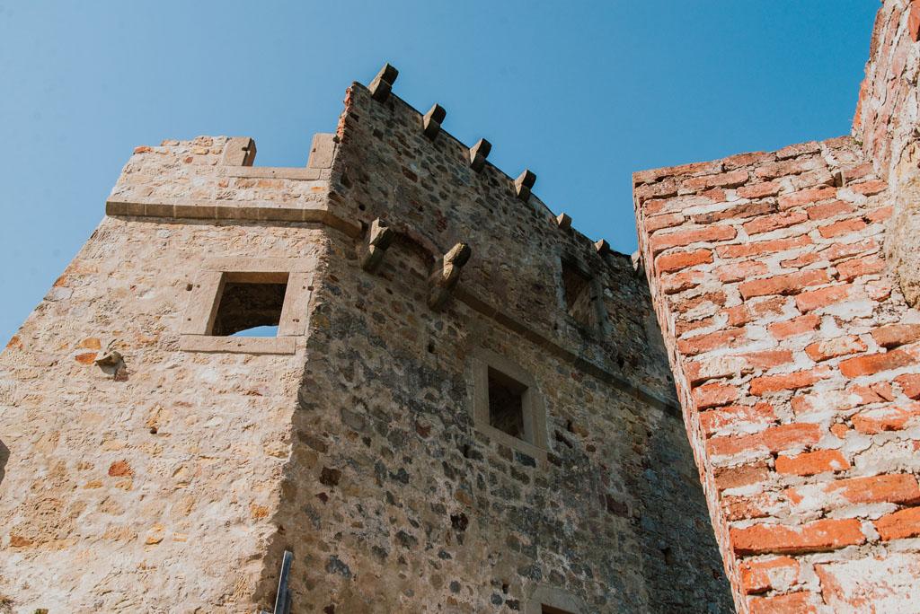 Mury zamku w Odrzykoniu