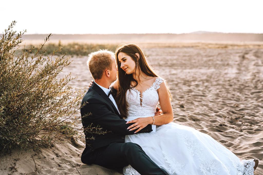 Ślubne zdjęcie na Pustyni Błędowskiej