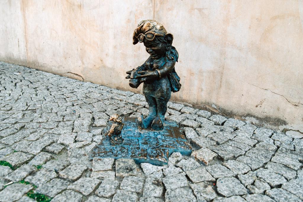 Wyjaśnienie o co chodzi z krasnalami we Wrocławiu