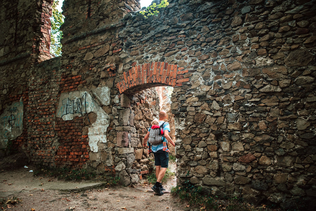 Zamek Stary Książ z dzieckiem