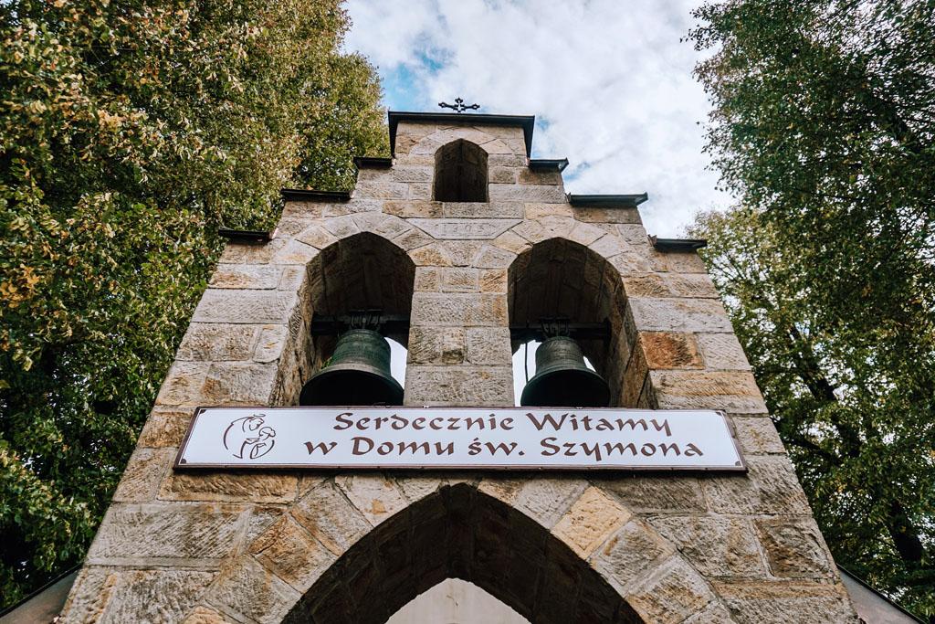Dzwon przed kościołem Świętego Szymona w Lipnicy Murowanej