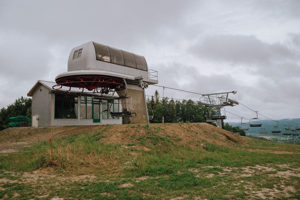 Górna stacja wyciągu narciarskiego Gromadzyń