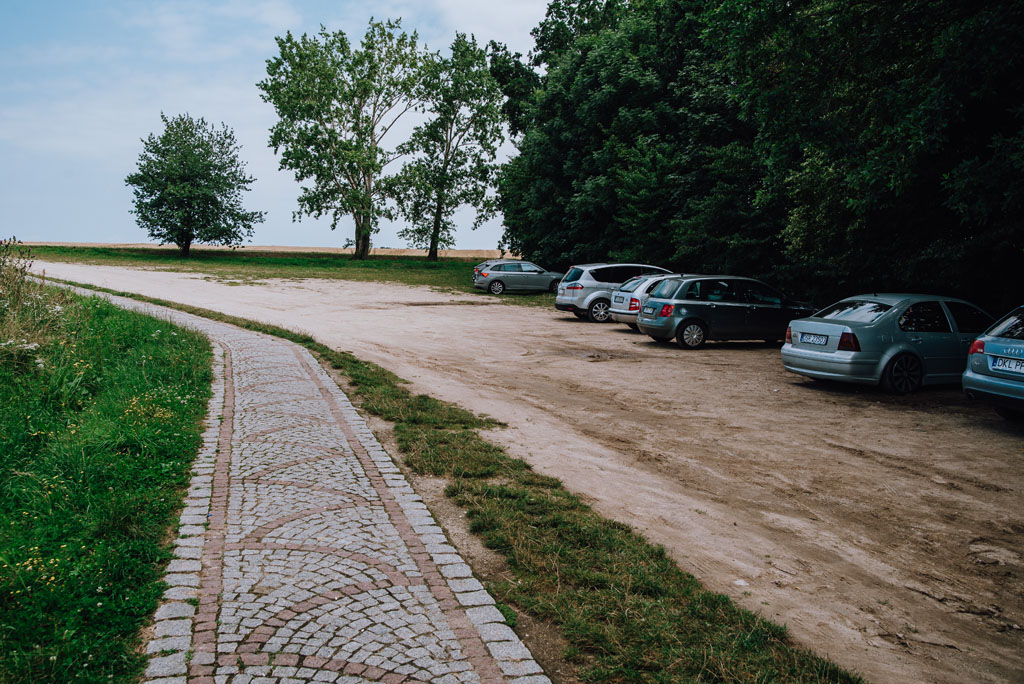 Mściwojów - parking pod wieżą widokową