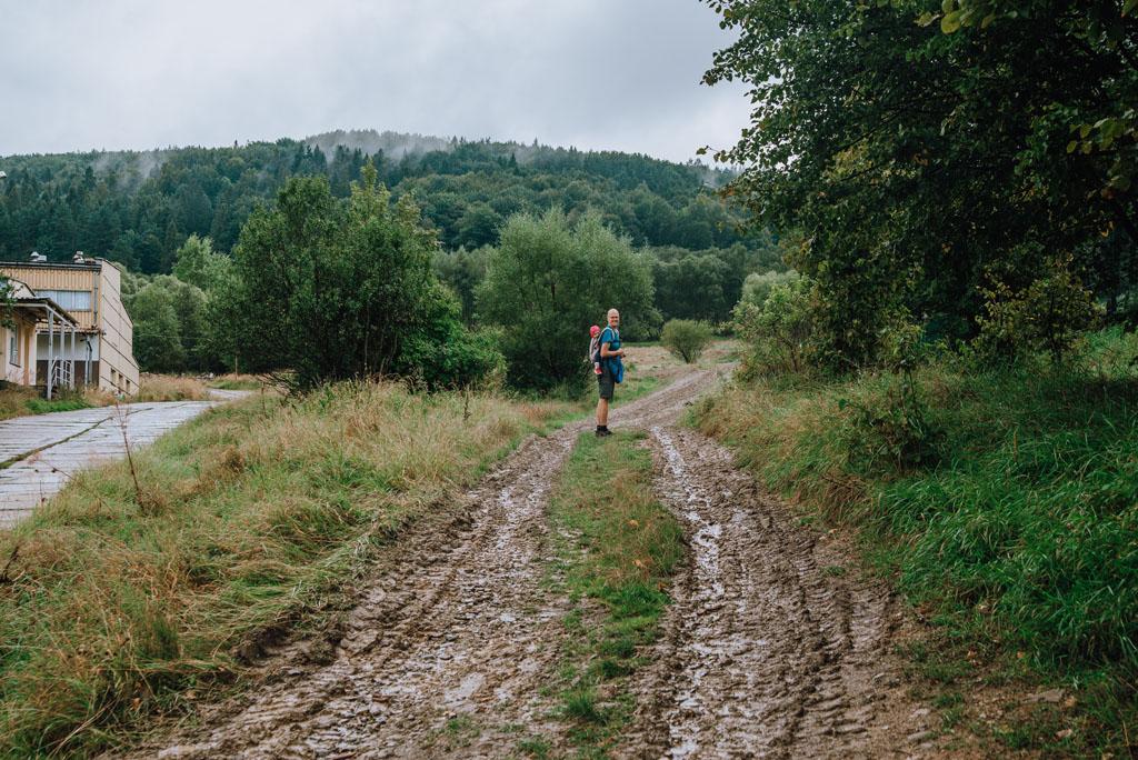 Początek szlaku na Gromadzyń