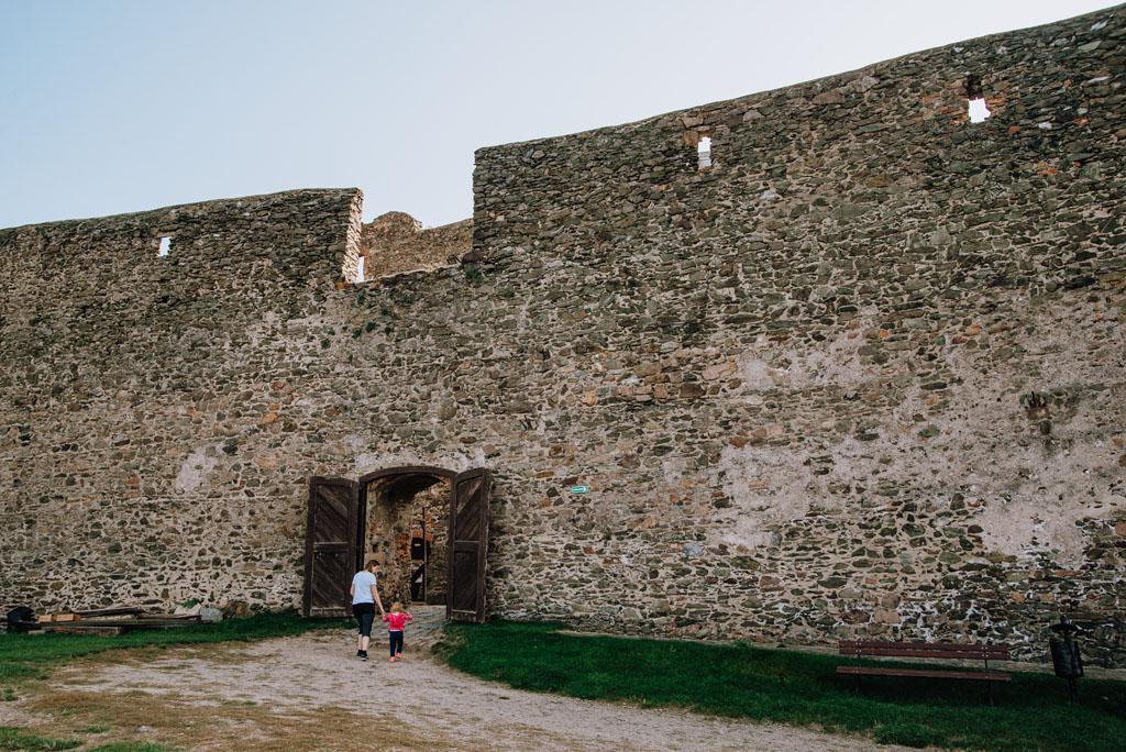 Wysokie mury Zamku Bolków